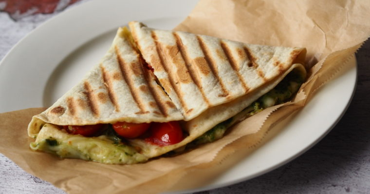 TIKTOK TORTILLA TOSTI – Easy lunch quesadilla