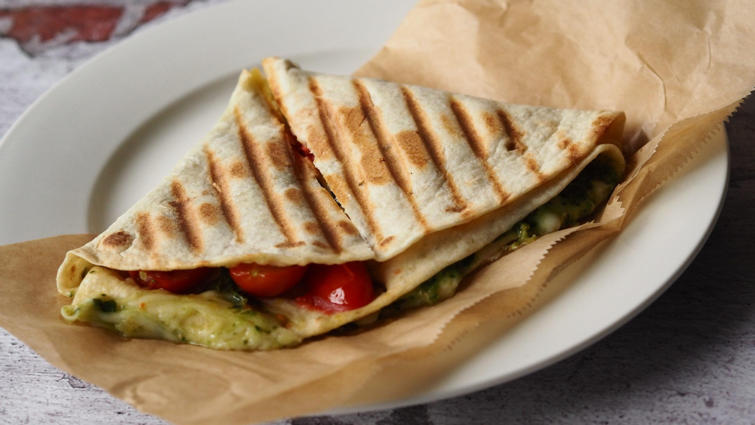 TIKTOK TORTILLA TOSTI – Easy lunch quesadilla