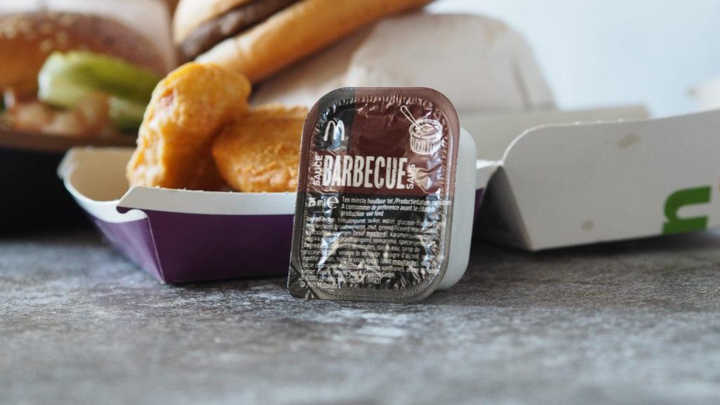 mcdonald's kipnuggets met barbecuesaus