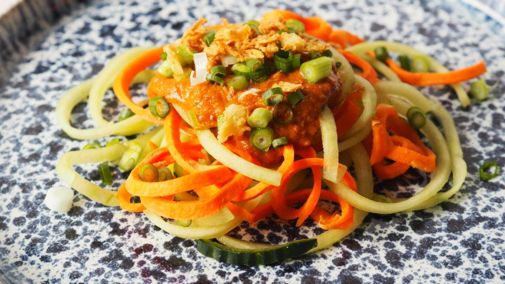 salade asian fusion groente courgette wortel pinda